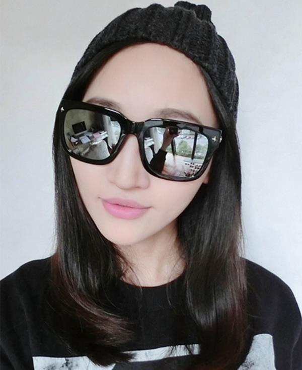 50%OFF【J004196Gls】新款鉚釘彩膜太陽眼鏡瘦臉大框炫彩墨鏡明星款太陽眼鏡 附眼鏡盒 防紫外線 明星款 反光鏡面