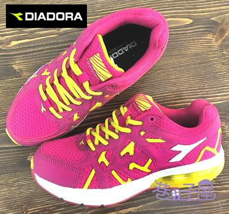 【巷子屋】義大利國寶鞋-DIADORA迪亞多納 女款寬楦超彈力抗壓氣墊運動跑鞋 [9912] 桃紅 超值價$690