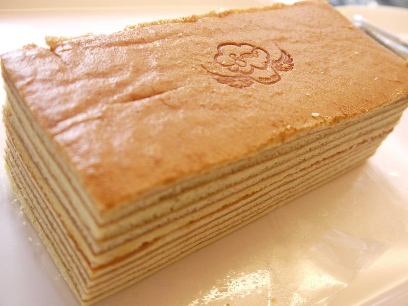 【戚風國度bite me】蜂蜜千層蛋糕~香甜的蜂蜜劃過10層蛋糕,歷時數小時細膩複雜的純手工逐層烘烤,散發出濃郁的香氣與滑潤綿密的動人口感,層層用心,每一口都是幸福的滋味。