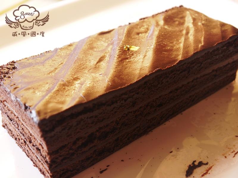 【戚風國度bite me】熱賣新寵兒,黑蘿莎(頂級巧克力蛋糕),使用比利時72%巧克力製作,冷藏口感像布朗尼蛋糕,巧克力濃郁扎實,加熱口感入口即化,變身融岩巧克力蛋糕!店長強力推薦不容錯過的商品![彌月、團購、伴手禮首選]