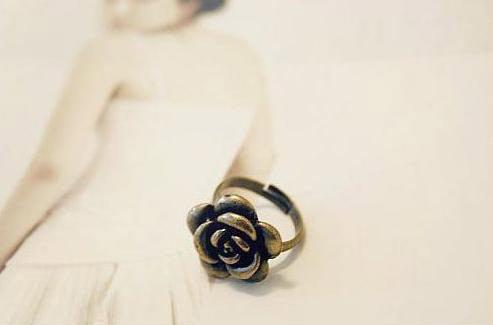 ﹨﹨Moshi 韓版 簡約百搭 仿舊金屬 山茶花 玫瑰造型戒指 韓飾品批發 ►OD0038