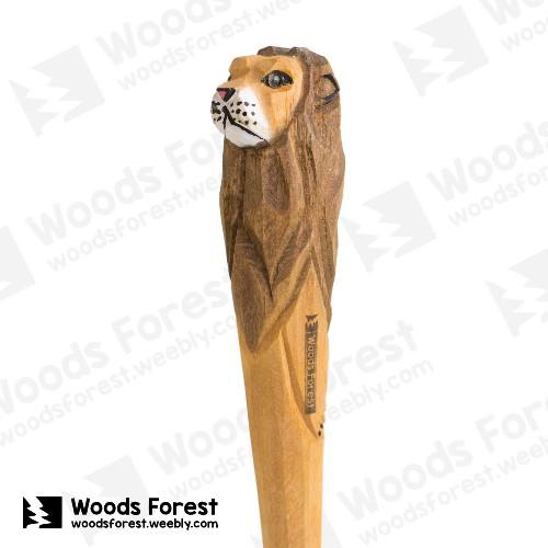 木雕森林 Woods Forest - 手工動物木雕筆【獅子】( 筆質量輕;握筆輕鬆舒適;滑順好寫,用完可替換,實用且經濟!)