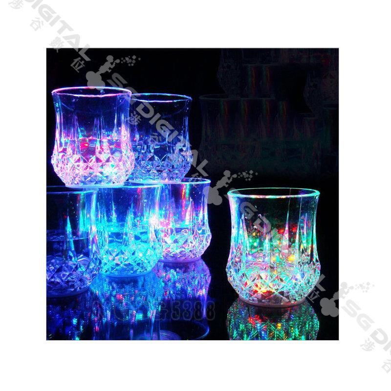 促銷廣告圖 LED發光酒杯/水感應七彩/入水即亮夜光杯/變色杯子/發光酒杯 酒吧活動聚會七彩LED水感應杯創意發光杯子聖誕節情人節