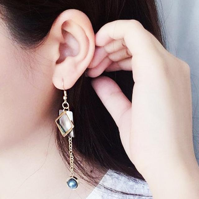 不對稱黑蝶貝幾何黃銅珍珠耳環/耳夾
