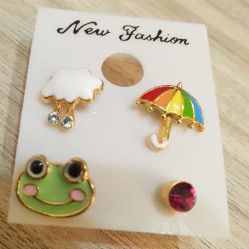 ☆SiSi 時尚派對☆ 韓國進口可愛青蛙雨傘不對稱耳針 耳環 女