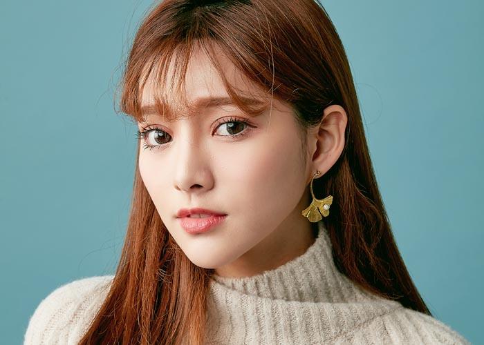 韓國飾品,黃銅耳環,珍珠耳環,不對襯耳環,銀杏造型耳環,針式耳環,夾式耳環
