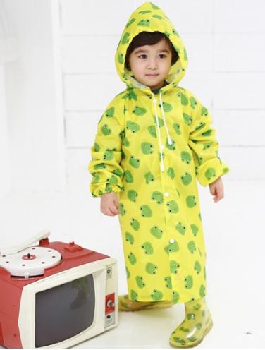Lindalinda◆亮麗可愛汽車小熊草莓青蛙多款圖案造型滿版兒童雨衣-黃色青蛙