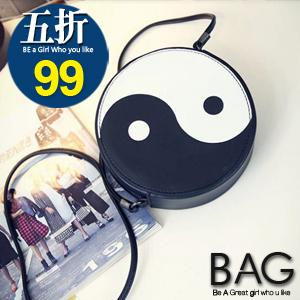 B.A.G*現貨秒發*【BT-SML】韓系笑臉太極造型圓形斜背手機包(現+預)2色