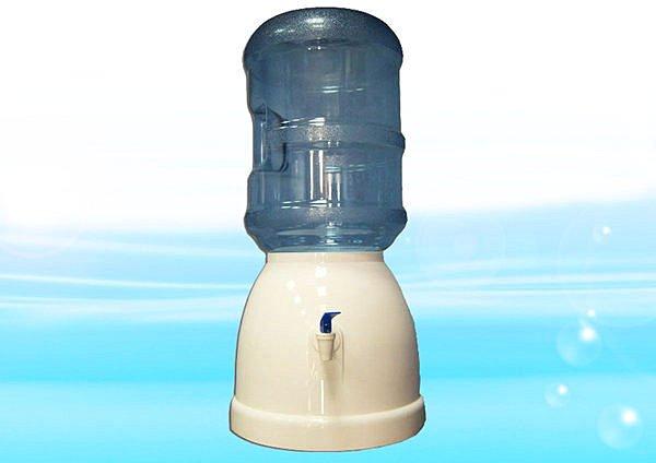簡易飲水座附5加侖提水桶(空桶)《免插電、免安裝、可隨意擺置、適用各式場合》