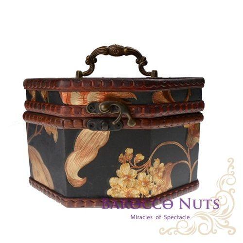 【Barocco Nuts】[藏寶箱] 7吋八角盒:復古深藍底大金菊藏寶盒(仿古/金銀島/可可島/化粧/化妝/寶藏盒/珠寶盒/首飾盒/古典木箱/復古首飾盒)