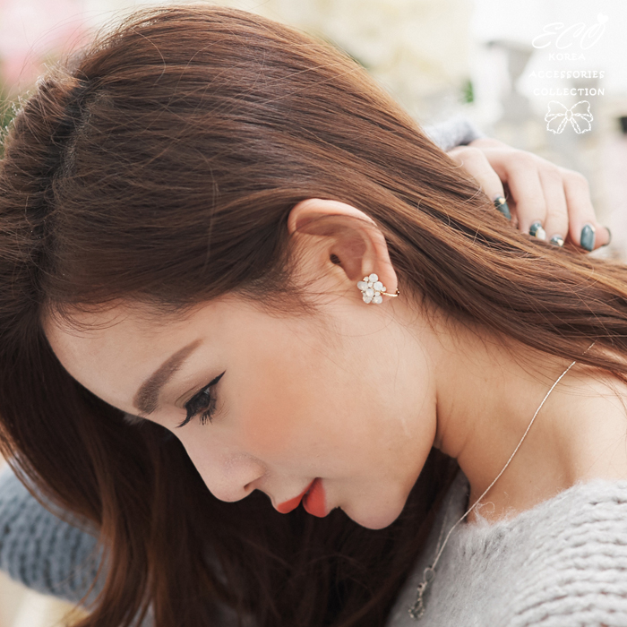 繡花球,蛋白鑽,花朵,韓製,韓國,耳環,無耳洞耳環,耳骨夾,夾式耳環