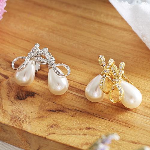 ECO安珂.典雅水滴珍珠綴晶鑽緞帶 夾式耳環(2色)【2-1545】