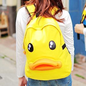 美麗大街【102111229】黃色小鴨立體嘴巴雙肩背包運動背包
