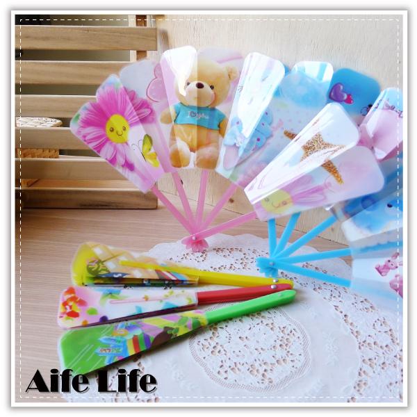 【aife life】卡通摺疊扇/手搖扇/折扇/扇子/塑膠扇/舞蹈表演/風扇/可愛造型扇