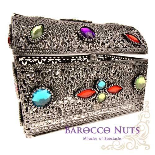 【Barocco Nuts】[特色擺飾]5吋 摩洛哥風格 宮廷鏤空彩石群花鑲嵌藏寶箱-銀鐵色(首飾盒/雕花/收納籃/珠寶盒/合金/歐風/居家生活/金屬工藝/低調奢華/手工)