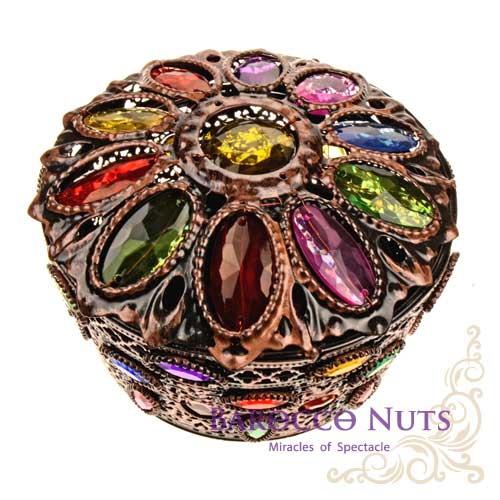 【Barocco Nuts】[特色擺飾]5吋 摩洛哥風格 圓形波斯菊花瓣造型鑲嵌首飾盒-古銅色(首飾盒/雕花/收納籃/珠寶盒/合金/歐風/居家生活/金屬工藝/低調奢華/手工)