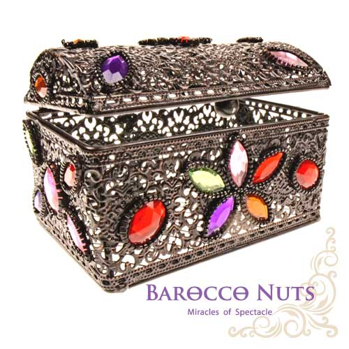 【Barocco Nuts】[特色擺飾]4吋 摩洛哥風格 宮廷鏤空彩石群花鑲嵌藏寶箱-黑鐵色(首飾盒/雕花/收納籃/珠寶盒/合金/歐風/居家生活/金屬工藝/低調奢華/手工)