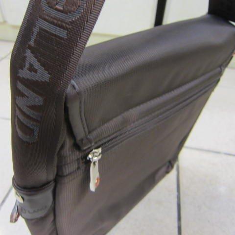 ~雪黛屋~OVER-LAND十字軍個性側背包10吋以下平板電腦可放A4防水尼龍布材質可肩背斜側背#7173(大)咖