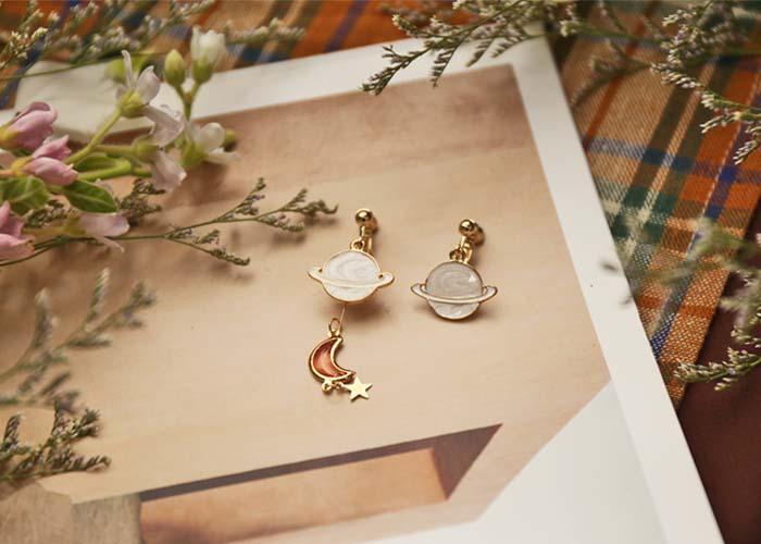 韓國飾品,夾式耳環,螺旋夾耳環,星球造型耳環,月亮造型耳環,垂墜耳環