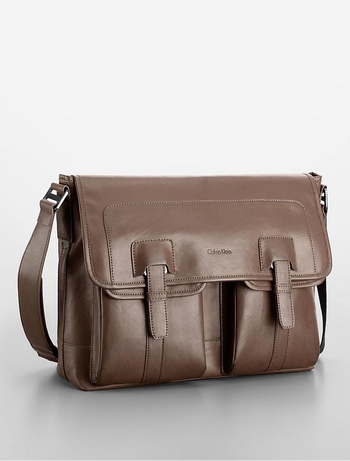 美國百分百【全新真品】Calvin Klein 筆電包 CK 男包 公事包 郵差包 側背 肩背 真皮 咖啡 E907