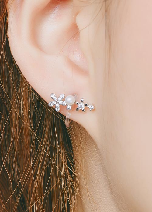 韓國飾品,花朵造型耳環,鑲鑽耳環,珠珠耳環