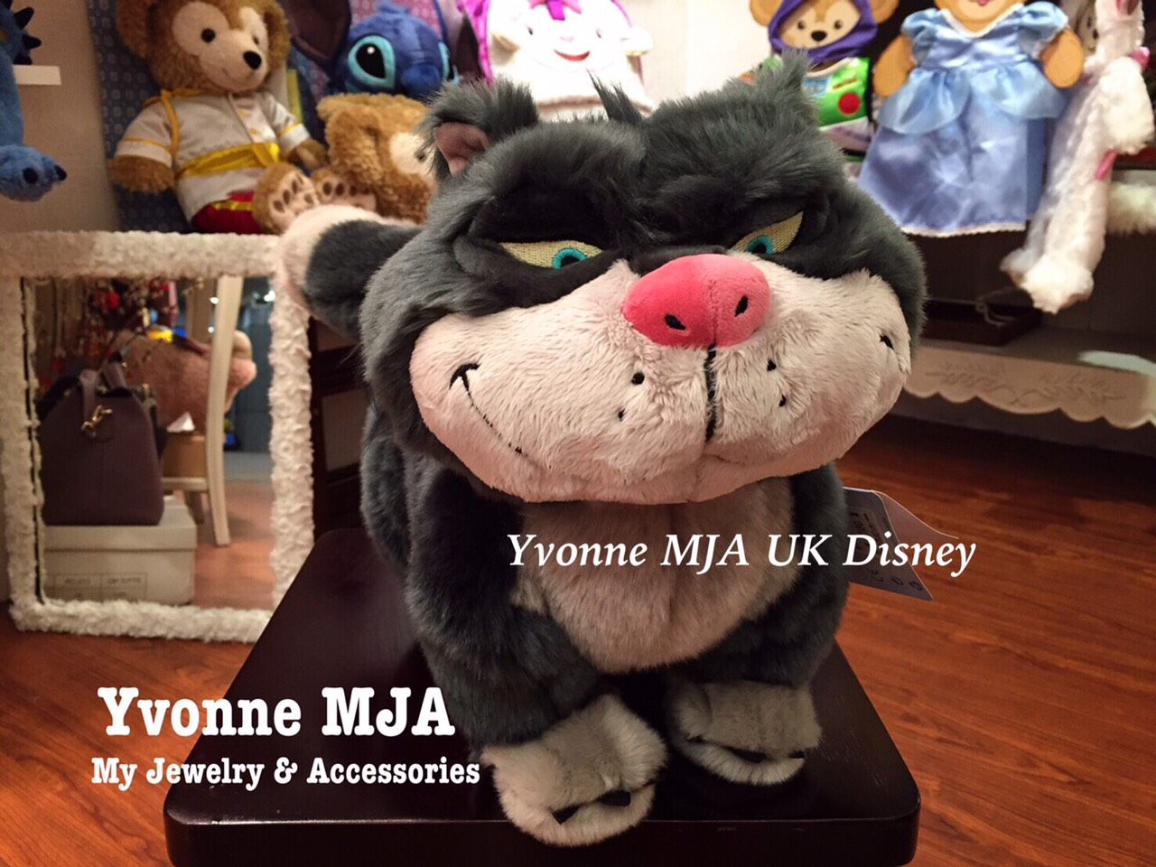 *Yvonne MJA英國代購*英國迪士尼Disney 商店限定正品仙履奇緣 貓咪 魯斯佛 Lucifer 大型娃娃現貨