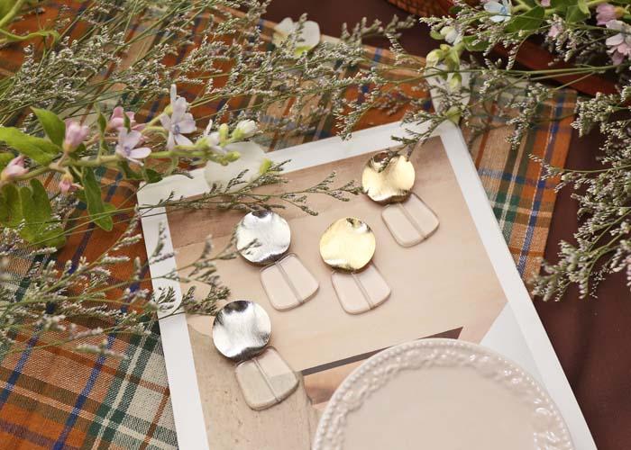 韓國飾品,透明壓克力材質耳環,圓形造型耳環,螺旋夾耳環,夾式耳環