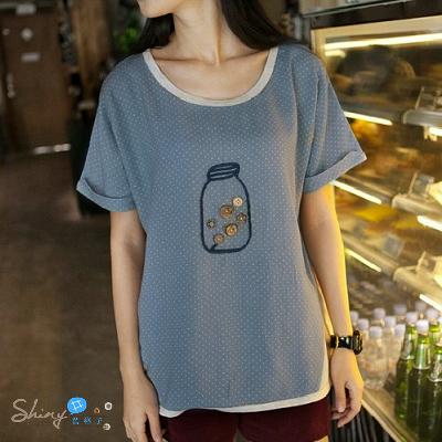 【T20570】shiny藍格子-日系風.可愛小瓶子鈕釦圓領寬鬆短袖T