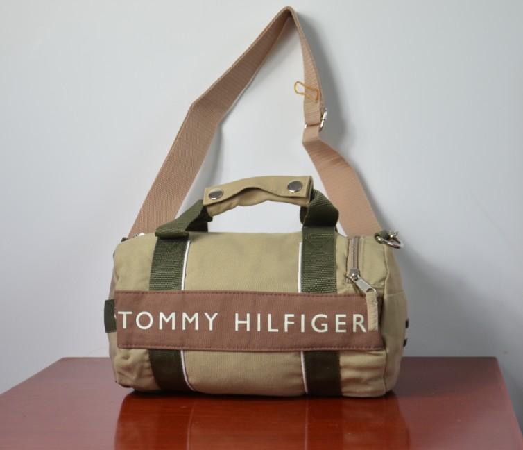 限量美國空運 TOMMY HILFIGER 兩用休閒運動(小)圓桶包肩背包手提包(卡其色),約A4大小
