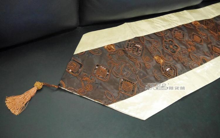 《喨晶晶生活工坊》時尚精緻~深咖啡絲質亮片刺繡流蘇桌旗.桌巾↘$250元