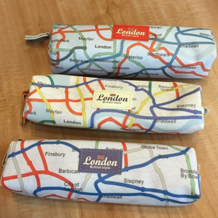 Anne&Alice包包購 ~精選實用小物專區~新品英倫地圖方形拉鍊筆袋~