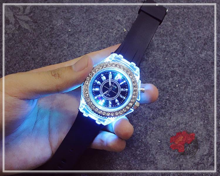 黒色分秒必鑽手錶
