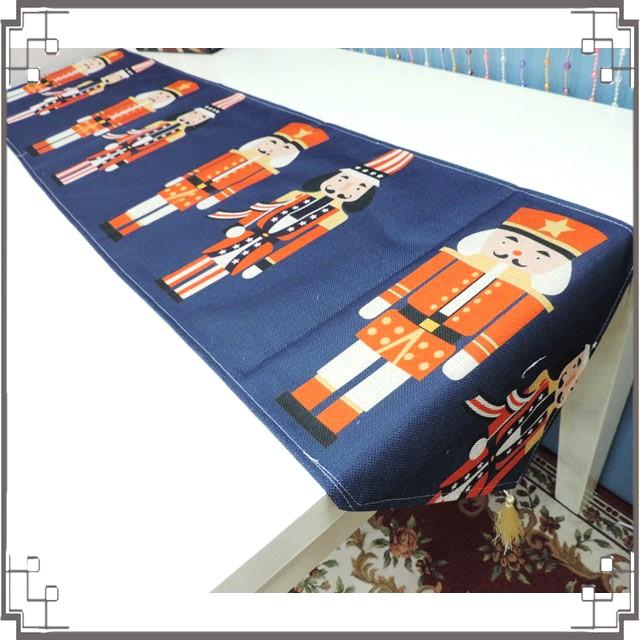 棉麻桌旗《33X180-30》英倫士兵桌旗巾 桌布 桌巾 桌墊 三角桌巾 英倫風◤彩虹森林◥