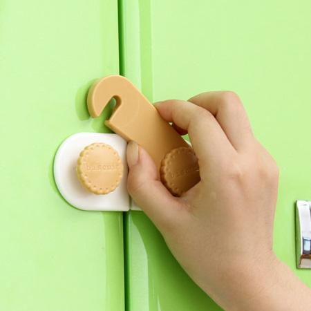 兒童安全 餅乾造型 櫥櫃防夾安全鎖(短款) 安全扣 固定鎖 抽屜鎖 冰箱鎖【N201036】