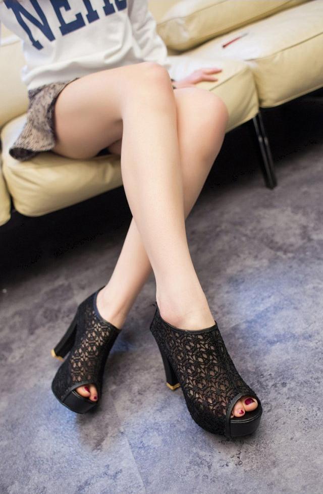 韓版氣質優雅鏤空浪漫蕾絲網紗流蘇拉鍊粗跟魚口踝靴高跟鞋-黑/米(35-39)【377346904334】