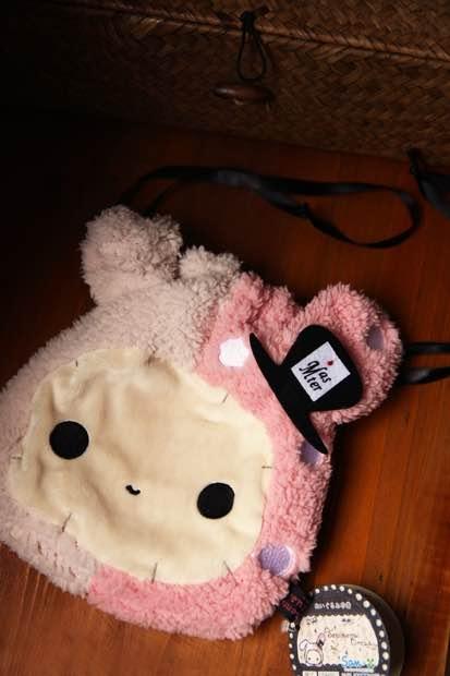 =優生活=SAN-X 憂傷馬戲團 憂憂兔 兔子團長 可愛毛絨束口袋 收納袋 拉繩包 相機包