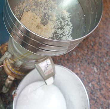 1.每日新鮮研磨米漿