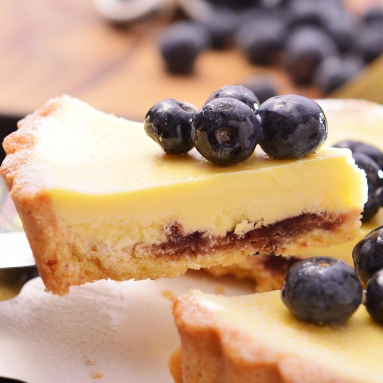 【美地瑞斯】藍莓乳酪派 6吋→採用新鮮藍莓熬煮果醬,不加任何添加物,乳酪、藍莓果醬、新鮮藍莓製成藍莓乳酪,用最簡單的原料完成最自然的美味