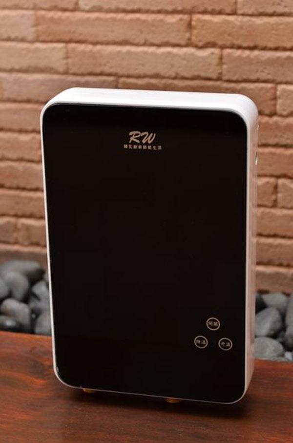 【綠瓦】QR001 熱水器 電熱水器 觸控面板 套房 大樓 The ONE時尚數位電熱水器
