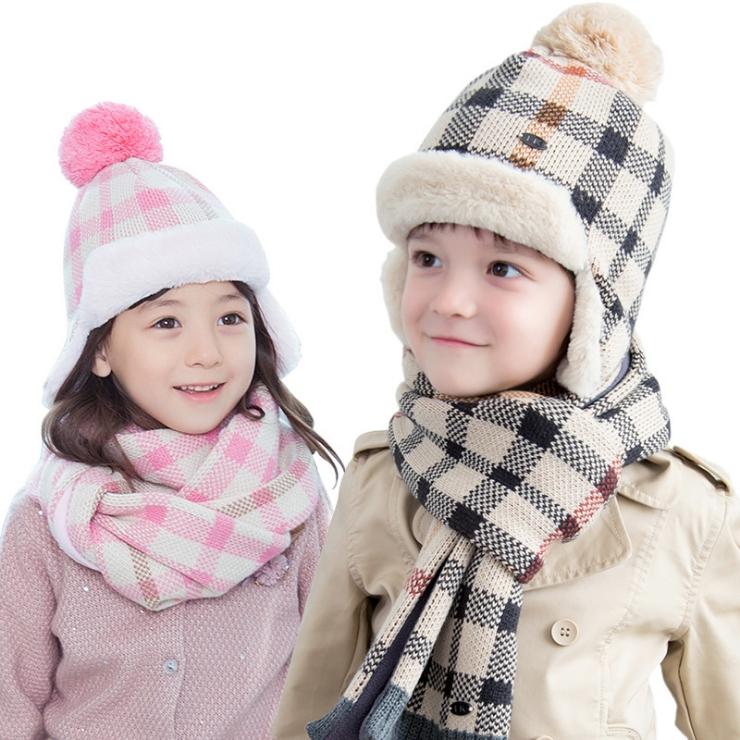 WallFree窩自在★秋冬經典百搭格紋立體毛球舒適保暖兒童護耳毛絨帽+圍巾 2件套