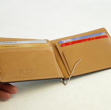 1.genesis 左右對稱各2層卡片夾層,方便收納常用卡片