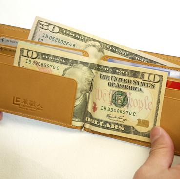 2.genesis 紙鈔亦可以收納在L型夾層,安心感十足