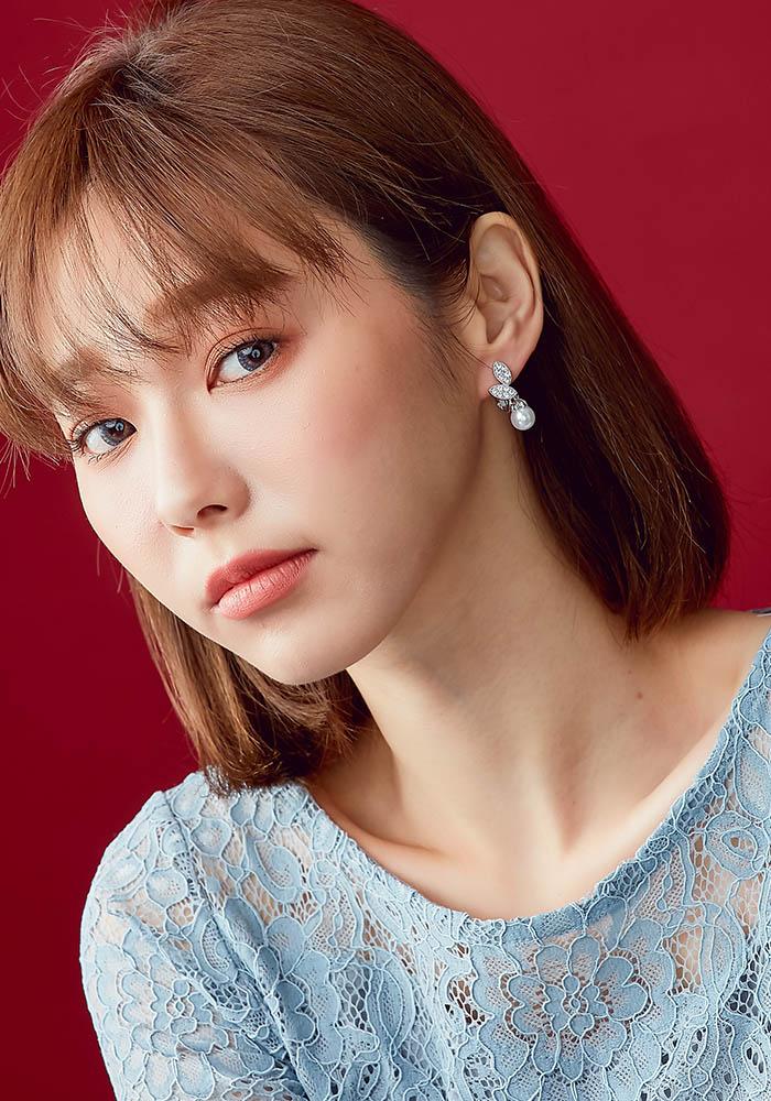 韓國耳環,葉子造型耳環,珍珠耳環,鑲鑽耳環,婚宴耳環,貴氣耳環,貼耳耳環,夾式耳環,耳夾