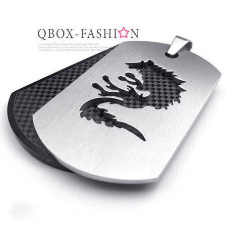 《 QBOX 》FASHION 飾品【 W10022513】 精緻個性狼圖騰格紋盾牌316L鈦鋼墬子項鍊(黑)