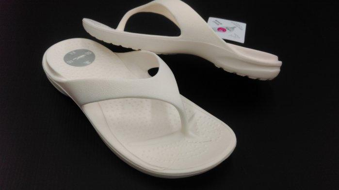 ※555鞋※白 母子鱷魚 馬卡龍色 浴室 海灘 防水 拖鞋 人字拖 一體成形 氣墊 超舒適運動休閒拖鞋~超軟Q