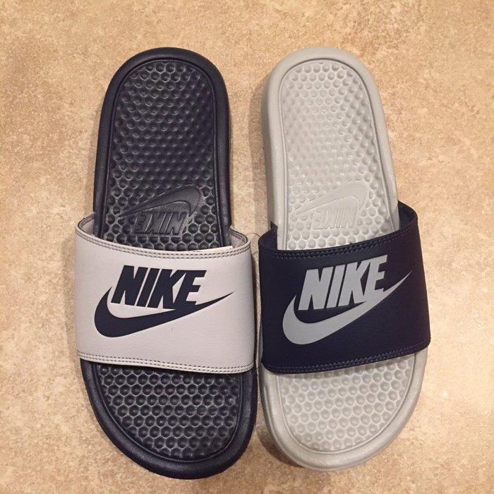 女生 BEETLE PLUS 全新 商品 NIKE BENASSI JDI MISMATCH 陰陽 深藍 白 灰 拖鞋 818736-400 D-641