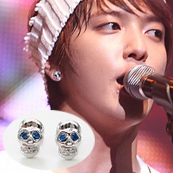 CNBlue 鄭容和 同款湛藍眼珠鑲鑽骷髏耳釘耳環 (單支價)