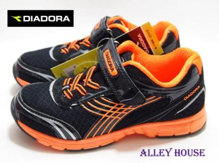 【巷子屋】義大利國寶鞋-DIADORA迪亞多納 男童四大機能超輕量慢跑鞋(抗菌防臭) [8790] 黑 超值價$398