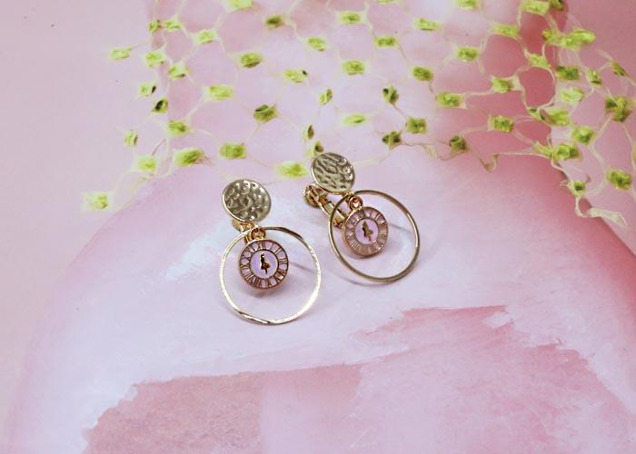 韓國飾品,圓形造型耳環,愛麗絲夢遊仙境耳環,時鐘造型耳環,夾式耳環