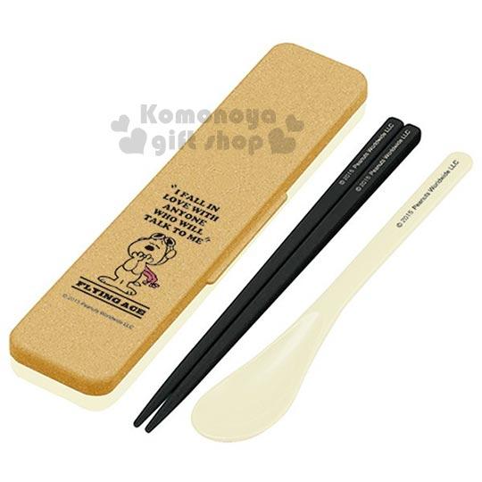 〔小禮堂〕史努比 日製盒裝餐具組《棕.站姿.粉圍巾.木屑紋》匙筷2件式組合